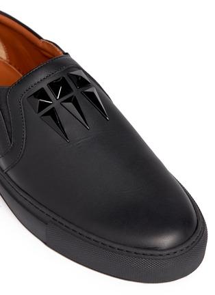 细节 - 点击放大 - GIVENCHY - 铆钉小牛皮运动鞋
