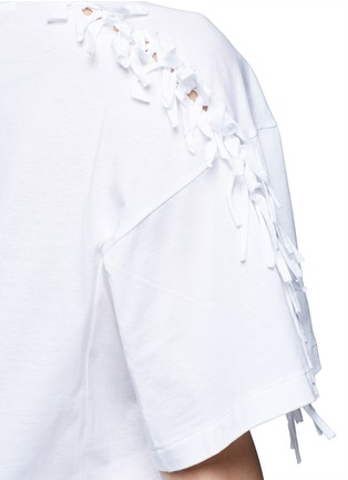 Detail View - Click To Enlarge - TOGA ARCHIVES - Knotted fringe sleeve cotton T-shirt
