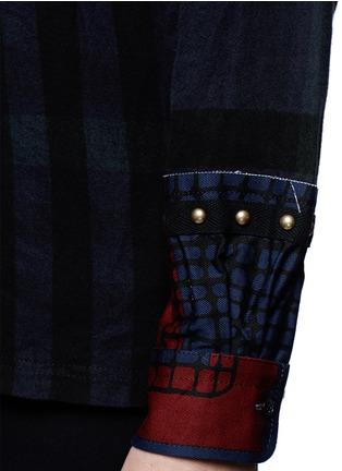 细节 - 点击放大 - SACAI - 铆钉装饰格纹纯棉上衣