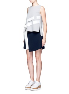 Comme Moi Asymmetric stripe sleeveless crepe top