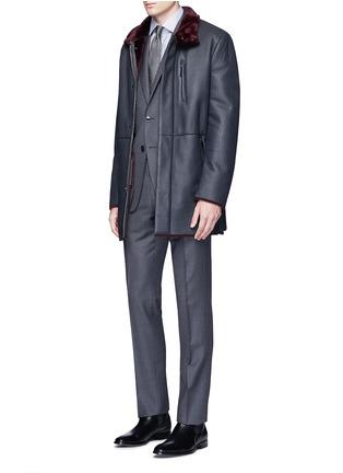 模特儿示范图 - 点击放大 - ARMANI COLLEZIONI - 羊皮毛一体长款夹克