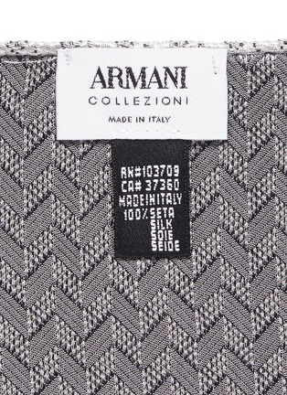 Detail View - Click To Enlarge - Armani Collezioni - Arrowhead jacquard silk pocket square