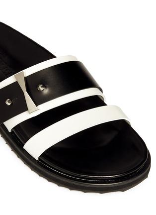 细节 - 点击放大 - ALEXANDER MCQUEEN - Metal bridge colourblock leather sandals