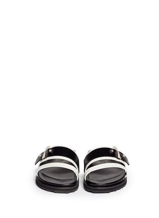 模特儿示范图 - 点击放大 - ALEXANDER MCQUEEN - Metal bridge colourblock leather sandals