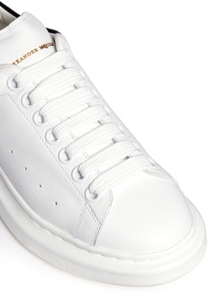 Detail View - Click To Enlarge - Alexander McQueen - Chunky outsole suede trim leather sneakers