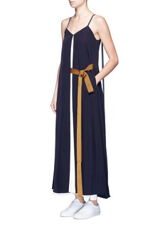 Comme Moi Ribbon sash pleated crepe dress