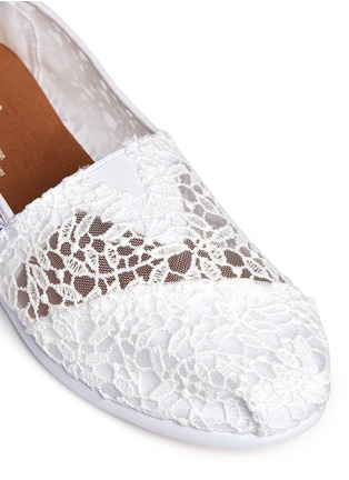 Detail View - Click To Enlarge -  - Classic lace leaves slip-ons