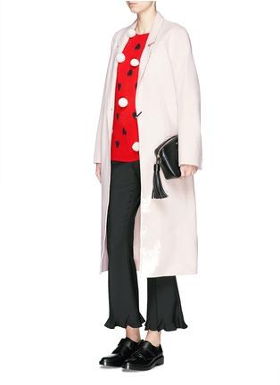 模特儿示范图 - 点击放大 - CHINTI AND PARKER - 爱心毛绒球羊绒衫
