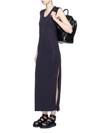 模特儿示范图 - 点击放大 - T BY ALEXANDER WANG - 高衩弹性无袖连衣裙