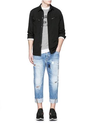 模特儿示范图 - 点击放大 - DSQUARED2 - 破洞补丁翻边牛仔裤
