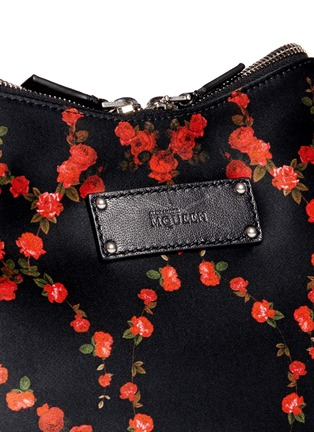 Detail View - Click To Enlarge - Alexander McQueen - 'De Manta' rose print satin clutch