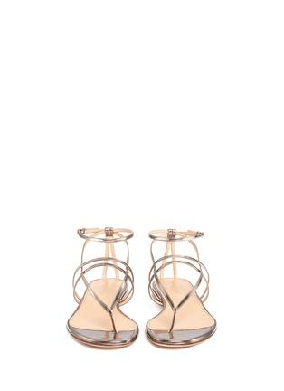 模特儿示范图 - 点击放大 - SERGIO ROSSI - 金属层次搭带夹脚平底凉鞋