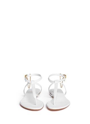 模特儿示范图 - 点击放大 - ALEXANDER MCQUEEN - Skull charm chain leather thong sandals
