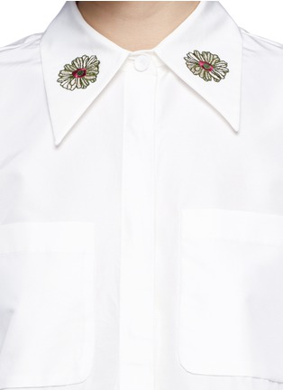 Detail View - Click To Enlarge - Chictopia - Flower embroidery point collar poplin shirt
