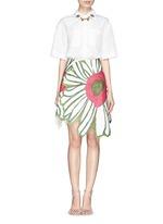 Flower embroidery point collar poplin shirt
