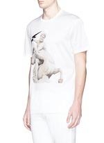 Thunderbolt sculpture print T-shirt