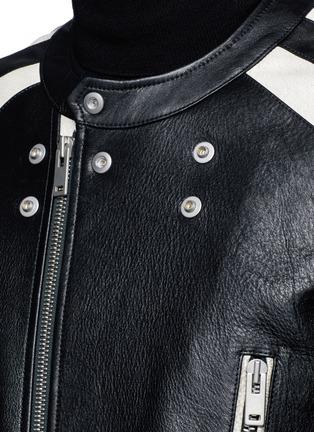 细节 - 点击放大 - MAISON MARGIELA - 拼色绗缝机车款牛皮大衣