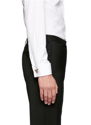 模特儿示范图 - 点击放大 - GIVENCHY - 鲨鱼牙金属袖扣