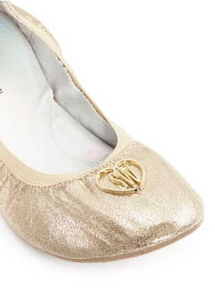 Detail View - Click To Enlarge - Stuart Weitzman - 'Rose' logo glitter kids ballet flats