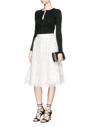 模特儿示范图 - 点击放大 - ALICE + OLIVIA - 珠饰条纹羊毛针织外套