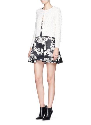 模特儿示范图 - 点击放大 - ALICE + OLIVIA - 人造珍珠绞花羊毛针织外套