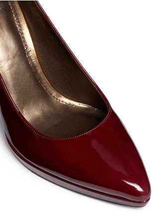 Detail View - Click To Enlarge - Stuart Weitzman - 'Logopower' collar stud patent leather pumps
