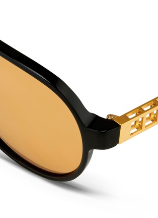 Detail View - Click To Enlarge - Linda Farrow - Cutout temple acetate aviator mirror sunglasses