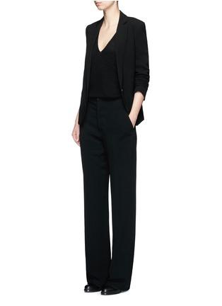 模特儿示范图 - 点击放大 - THEORY - ADRIANNA RL V领羊绒针织衫