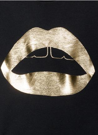Detail View - Click To Enlarge - MARKUS LUPFER - 'Lara Lip' foil print sweatshirt
