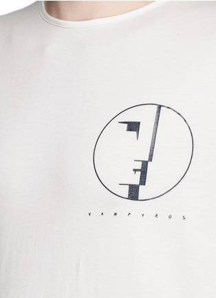 细节 - 点击放大 - DEN IM BY SIKI IM - 电影主题纯棉T恤