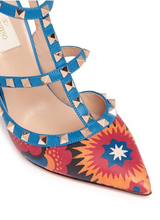 Detail View - Click To Enlarge - Valentino - 'Rockstud' Enchanted Wonderland print caged leather pumps