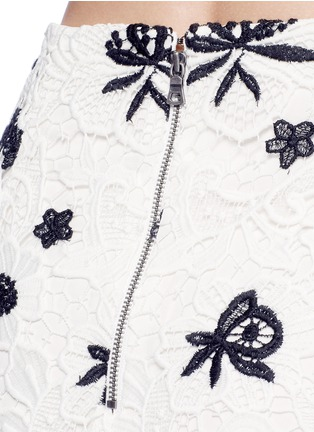 Detail View - Click To Enlarge - alice + olivia - 'Ophelia' floral guipure lace midi skirt