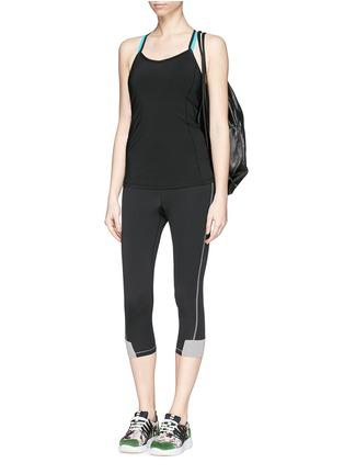 模特儿示范图 - 点击放大 - HU-NU - 'Woo-Hoo' capri II leggings