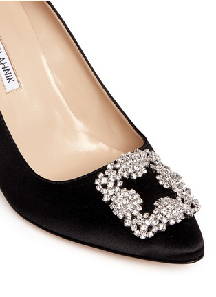 Detail View - Click To Enlarge - Manolo Blahnik - 'Hangisi' crystal brooch satin pumps
