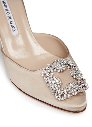 Detail View - Click To Enlarge - Manolo Blahnik - 'Hangisi' crystal brooch satin mules