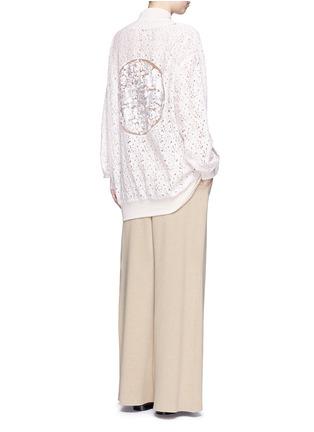 模特儿示范图 - 点击放大 - STELLA MCCARTNEY - 花卉蕾丝长款棒球夹克