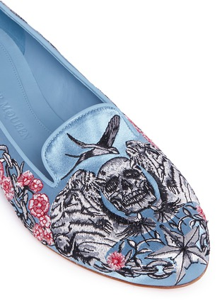 Detail View - Click To Enlarge - Alexander McQueen - Poppy skull embroidery Duchesse satin flats