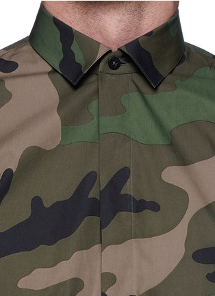 Detail View - Click To Enlarge - Valentino - Camouflage print cotton poplin shirt