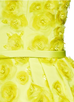Detail View - Click To Enlarge - Oscar de la Renta - Organza floral embroidery silk belted strapless gown