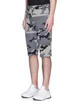 Keffiyeh check camouflage print bonded shorts