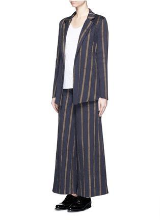 模特儿示范图 - 点击放大 - UMA WANG  - 凹凸竖纹拼色阔腿裤