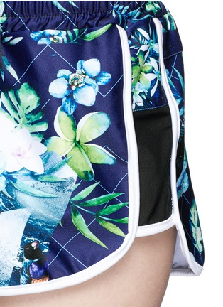 Detail View - Click To Enlarge - We Are Handsome - 'The Dalliance' print drawstring running shorts