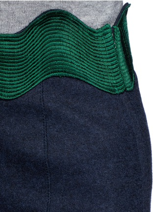Detail View - Click To Enlarge - TOGA ARCHIVES - Embroidered wavy trim wool mini skirt