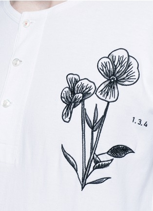 Detail View - Click To Enlarge - Saam1 - 'Violet' tiger embroidery Henley shirt