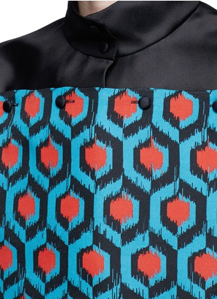 Detail View - Click To Enlarge - DELPOZO - Geometric print bib silk organza shirt