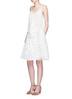 ALICE + OLIVIA'Earla' floral guipure lace flare skirt