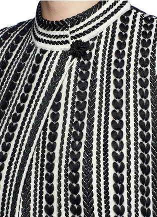 Detail View - Click To Enlarge - Alexander McQueen - Textured knit cape