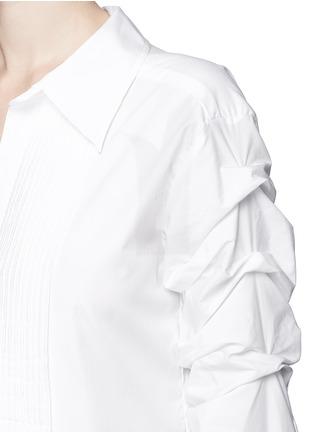 Detail View - Click To Enlarge - Johanna Ortiz - 'Voltaire' chain cufflink one-shoulder shirt