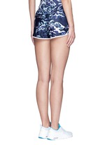 'The Cascade' tidal wave print active running shorts
