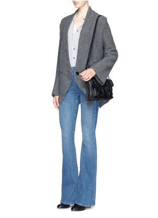 模特儿示范图 - 点击放大 - FRAME DENIM - LE FLARE DE FRANCOISE高腰喇叭牛仔裤